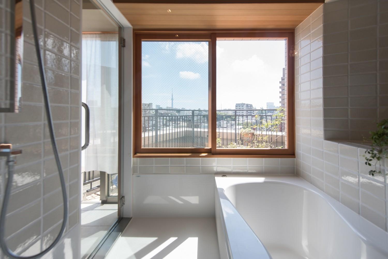 バス/トイレ事例:浴室からの眺望(文京区Iさんの家)