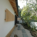 静岡県伊東市にある築100年の古民家の写真 石畳のアプローチ
