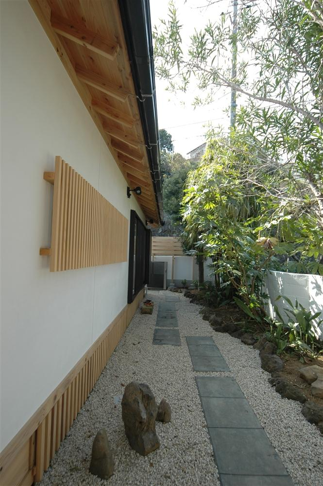 静岡県伊東市にある築100年の古民家の部屋 石畳のアプローチ