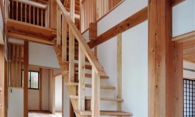 木を感じるオープン型階段|静岡県伊東市にある築100年の古民家