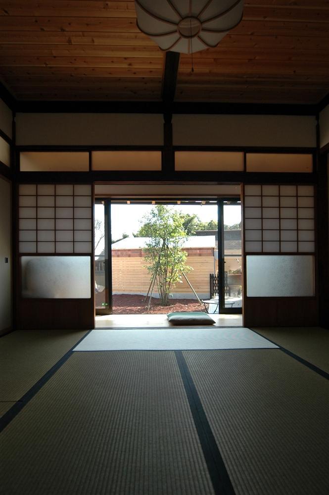 静岡県伊東市にある築100年の古民家 (開放的な和室)
