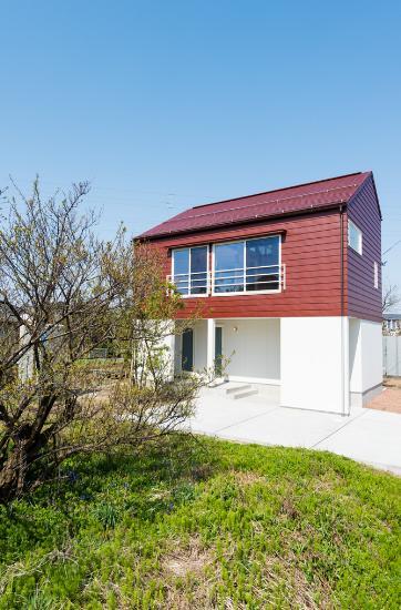 ちいさく・ひろく・ひろく   ー横井のN-Houseの写真 バイカラーの外観
