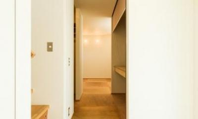 ちいさく・ひろく・ひろく   ー横井のN-House (シンプルな玄関)