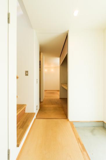 ちいさく・ひろく・ひろく   ー横井のN-Houseの部屋 シンプルな玄関