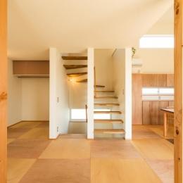 ちいさく・ひろく・ひろく   ー横井のN-House (折り返しのオープン型階段)