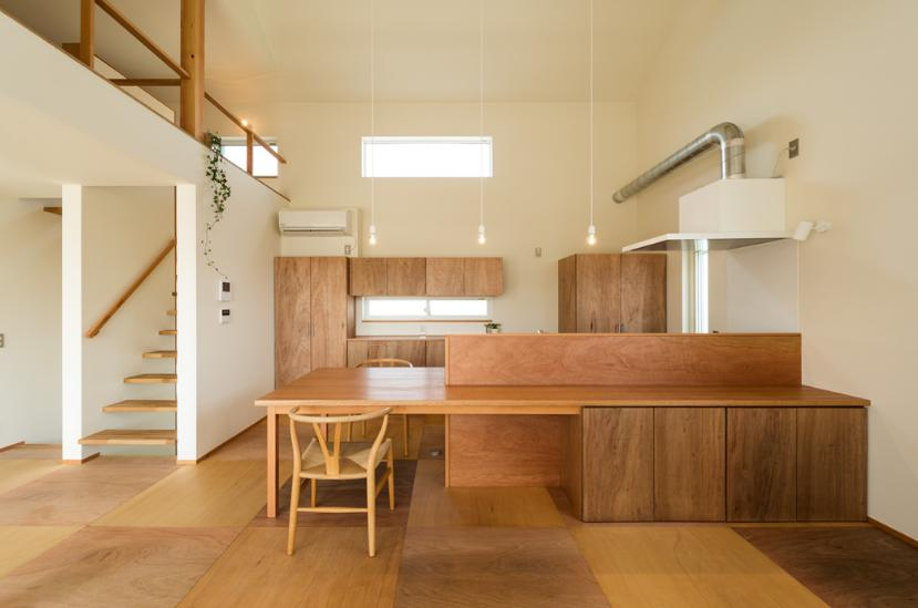 ちいさく・ひろく・ひろく   ー横井のN-Houseの写真 木を感じるキッチン