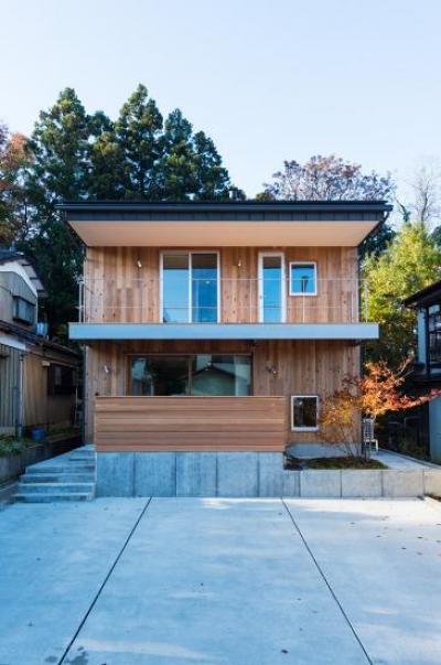 つなぐ家  ー田上のI-House (木を感じる外観)