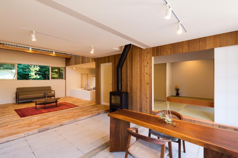 つなぐ家  ー田上のI-House (アプローチを兼ねたオープンテラス)