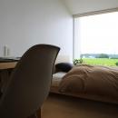 栃木県宇都宮市 House K - 太陽と風をつかまえる家 -の写真 光が差し込むベッドルーム