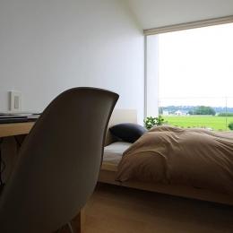 栃木県宇都宮市 House K - 太陽と風をつかまえる家 - (光が差し込むベッドルーム)