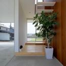 栃木県宇都宮市 House K - 太陽と風をつかまえる家 -の写真 開放的な玄関土間