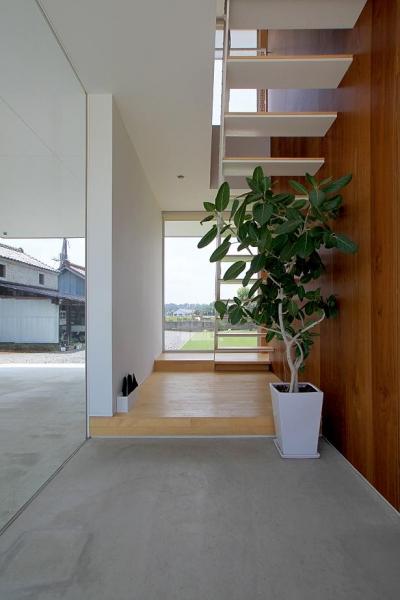 栃木県宇都宮市 House K - 太陽と風をつかまえる家 - (開放的な玄関土間)