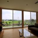 栃木県宇都宮市 House K - 太陽と風をつかまえる家 -の写真 全面開口のリビング