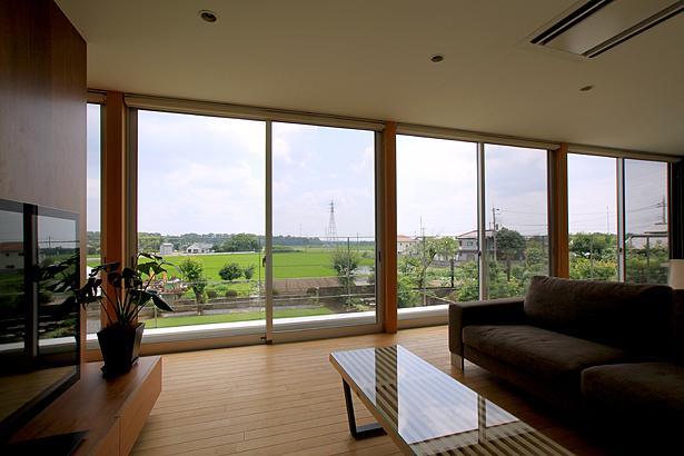 栃木県宇都宮市 House K - 太陽と風をつかまえる家 -の部屋 全面開口のリビング