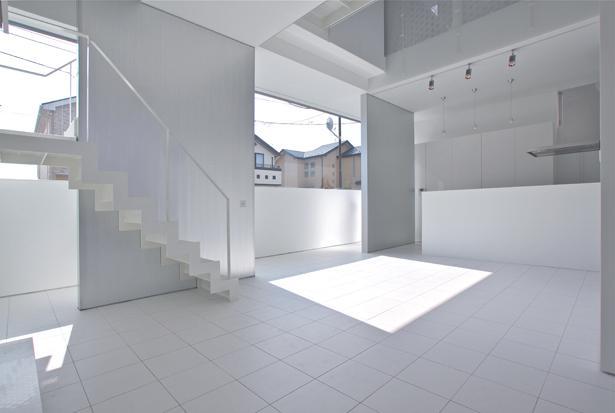 リビングダイニング事例:白で統一されたリビングダイニング(埼玉県鴻巣市 House T  - キリのキョリのイエ -)