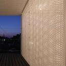 有孔板を透る光