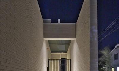 玄関アプローチ|タイルと土とアートと暮らす家