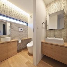 落ち着きのあるトイレと洗面室