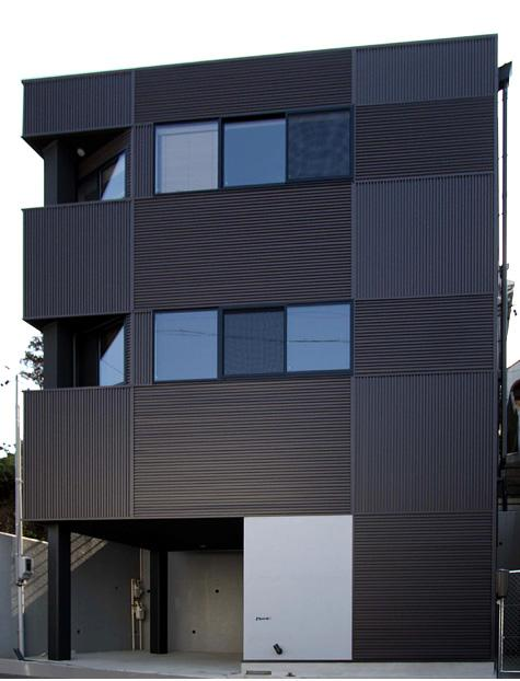 naked houseの部屋 既存住宅の地盤面に合わせる形で棟別増築した鉄骨造住宅