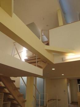 世田谷I邸-Ⅱ (2階・3階の空間をつなぐ縦動線)