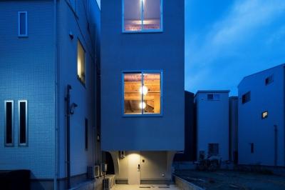 光が溢れる外観 (House in Osaki)