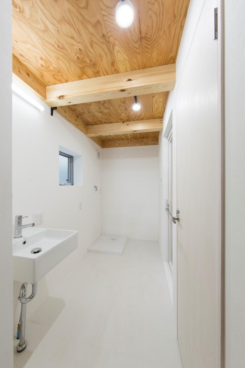 House in Osakiの部屋 白い洗面室