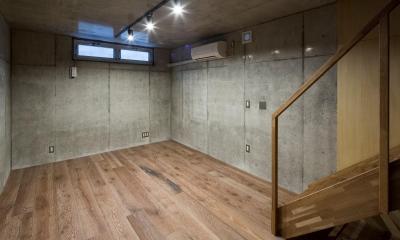 House in Osaki (地下にある書庫)