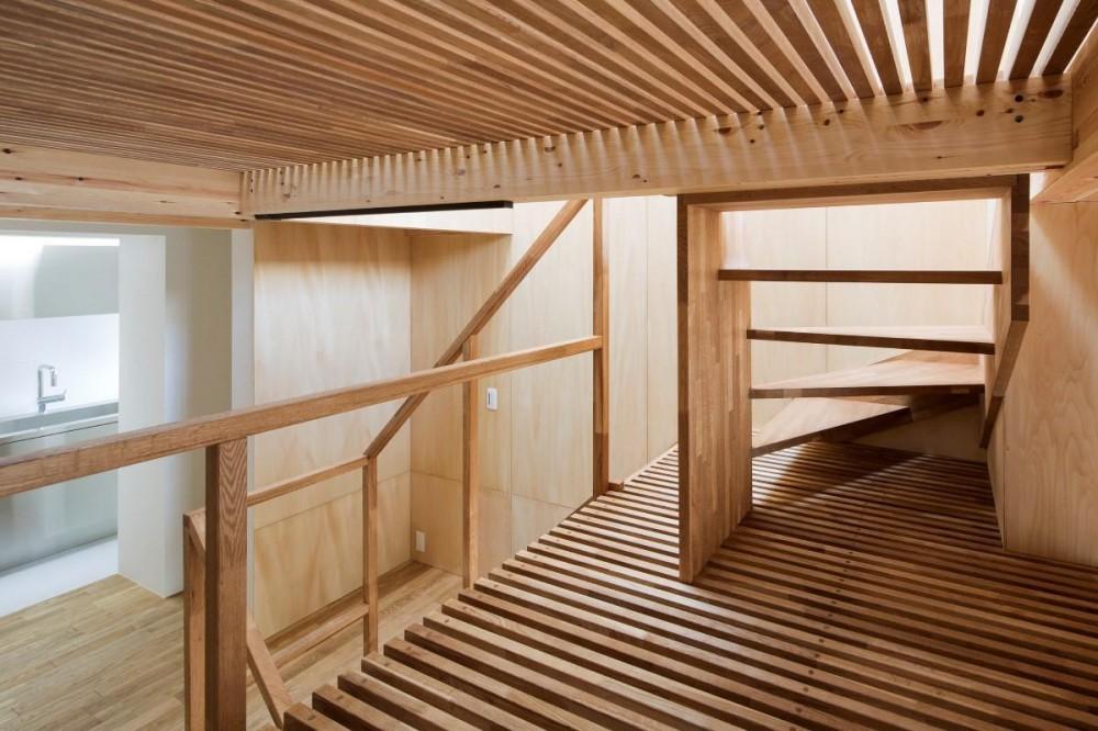 House in Osaki (スノコのある階段)