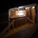 House in Osakiの写真 階段を照らすトップライト