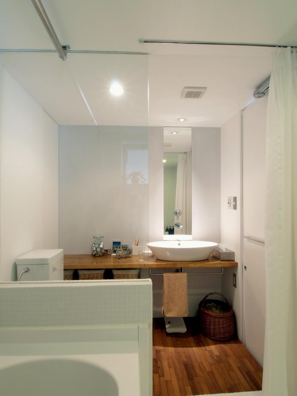 BBQスタイルのキッチンとインナーテラス (シンクなどは白くして背面と一体化)