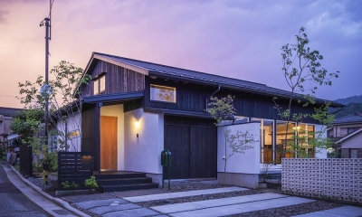 夕景 南西からのビュー 松本岡田の家 -切妻六.五間堂-