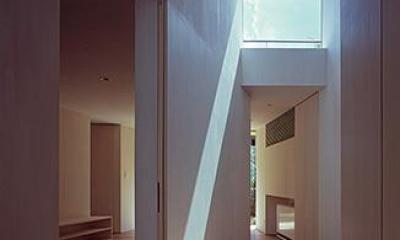学園前の住宅 (光が差し込む廊下)