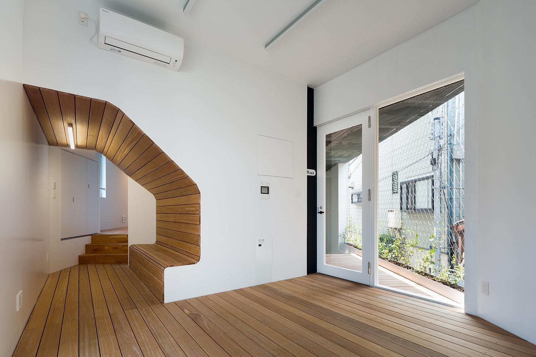 ベッドルーム事例:ベンチのある洋室(北千束の集合住宅)
