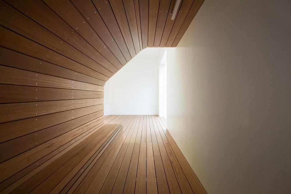 北千束の集合住宅 (トンネルのようなベンチのある空間)