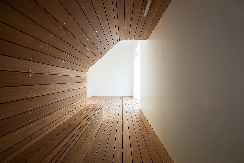 その他事例:トンネルのようなベンチのある空間(北千束の集合住宅)