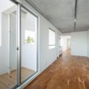 北千束の集合住宅の写真 ベランダとつながる洋室