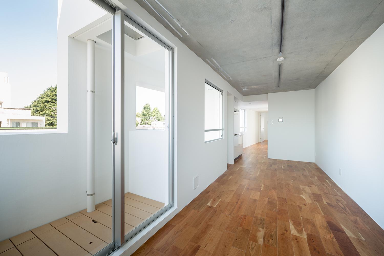 北千束の集合住宅の部屋 ベランダと繋がる洋室