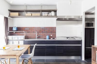 キッチンのパーケットが印象的 (「テイラー」のようなドレッサールームを)
