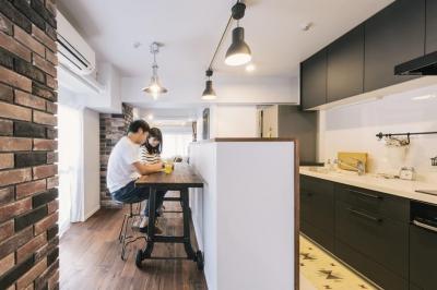 キッチン (case130・ブリックタイルのあるカフェ風マンション)