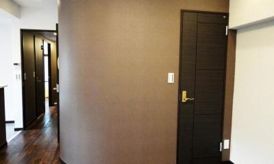 case91・無垢材フローリングと漆喰壁のエコ・リノベーション (納戸 入口)