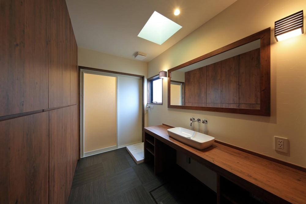アジアンな平屋住宅 (洗面室)