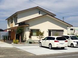 ロフトのある二世帯住宅 (外観)
