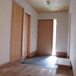 ロフトのある二世帯住宅 (玄関ホール)