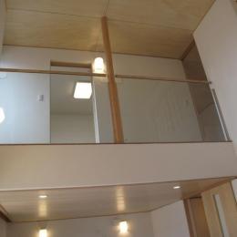 吉田の家 (居間から吹き抜けを見る)