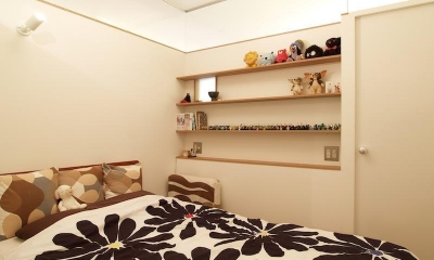 Erde-部屋の中に三つの小屋がある (寝室)