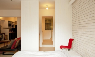 CABIN-ザイルの床、羽目板の部屋、レンガの壁 (ベッドルーム)