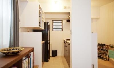 CABIN-ザイルの床、羽目板の部屋、レンガの壁 (キッチン 玄関)