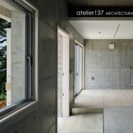 028熱海伊豆山Yさんの家 (玄関+書庫)