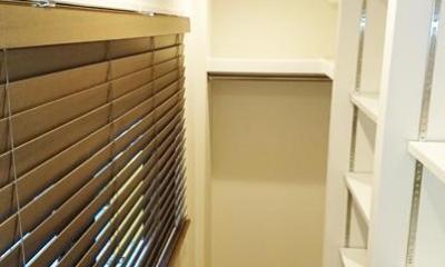 無垢材が優しく薫るスタイリッシュな空間 (収納スペース)