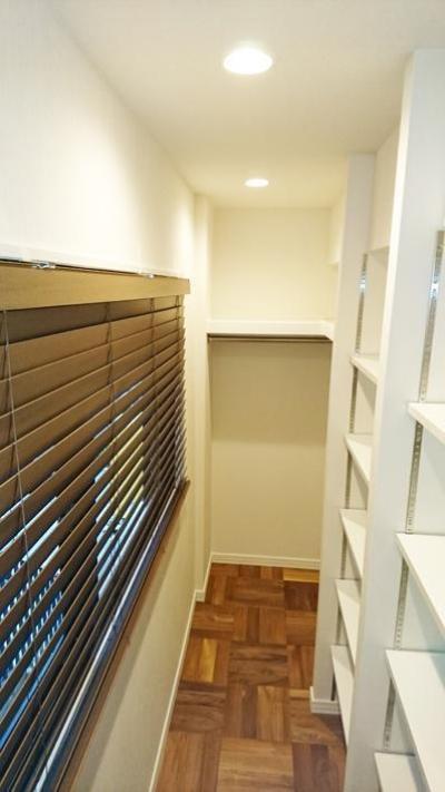 収納スペース (無垢材が優しく薫るスタイリッシュな空間)